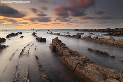 Closed curve to the right (Joserra Irusta) Tags: longexposure sunset sea seascape clouds landscape atardecer mar shorelines paisaje nubes olas basquecountry paisvasco acantilados wawes barrika canon1740f4l largaexposicion flysch rompientes joserrairusta canoneos5dmkii wwwjoserrairustacom wwwnorthphototourcom