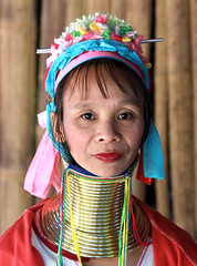 Thalande -  (jmboyer) Tags: voyage travel portrait tourism girl canon thailand photography photo yahoo asia flickr photos femme picture tribal karen thalande longneck planet lonely asie lonelyplanet tribe monde thailandia birma couleur gettyimages tourisme visage nationalgeographic viajar tailand thanaka tribu padong padaung birmanie kayan femmegirafe googleimage go birmania  lurvely ethnie travelshot documentory besttravelphotos canonfrance earthasia giraffewomen imagesgoogle googlephoto jmboyer mujeresdecuellodejirafa tha1289