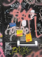 IMG_8225 (FLATTIRON / ISCE) Tags: barcelona street art arte bcn stickers urbano niko pegatinas jams urba raval combos gotic barri flattiron