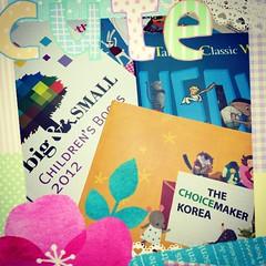 ของฝากจากบูธเกาหลี ขอบคุณนะคะเจ้าหน้าที่น่ารักทุกคนเลย ^^ (หนังสือน่ารักๆ เยอะมากจนอยากไปช็อปหนังสือที่เกาหลีกันเลยทีเดียว)