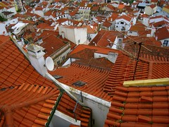Roofs (Py All) Tags: city roof orange white portugal europe lisboa lisbon eu castelo toit blanc europeanunion ville ue lisbonne unioneuropenne alafama ilustrarportugal