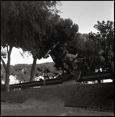 Frontside Rock (RafaelGonzalez.) Tags: barcelona blackandwhite 120 6x6 film mediumformat spain europe skateboarding bcn squareformat analogue carlzeiss ilfordhp5plus hasselblad500cm rafaelgonzalez enricogorrea