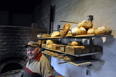 das Brot des Bäckers I (RadarO´Reilly) Tags: people food germany bread deutschland leute baker nrw brot burg bäcker lebensmittel vischering lüdinghausen