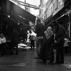 scan0009 (Uur AVCI) Tags: street blackandwhite 120 mediumformat streetphotography medium neopan neopan400 rodinal yashica mat124g fujineopan400 agfarodinal film:brand=fuji developer:brand=agfa developer:name=agfarodinal film:iso=320 film:name=fujineopan400 filmdev:recipe=10751