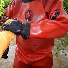 Chameau-Thor-Bach5926 (Kanalgummi) Tags: rubber gloves worker sewer drysuit kanalarbeiter gummihandschuhe gummianzug égoutier trockenanzug