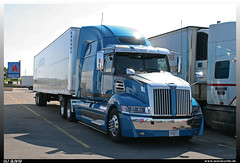 "Western Star 5700XE ""Landstar"" (uslovig) Tags: world truck star iowa truckstop lorry camion stop worlds western 80 5700 largest lastwagen lkw xe lastkraftwagen landstar grster 5700xe"