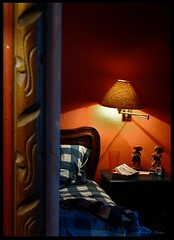 A travs del espejo... (Marcia Portess-Thanks for a million+ views.) Tags: reflections mexico mirror bed bedroom interiors furniture map room explore lookingglass bedside cama cuarto reflejos muebles throughthelookingglass recamara casapaz mexicaninterior atravsdelespejo marciaportess marciaaportess