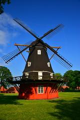 DSC_0412 (chupoptero) Tags: windows windmill denmark kbenhavn brightred kastellet cophenhagen
