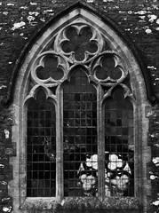 Eglwys Sant Cristiolus, Eglwyswrw, Sir Benfro (Rhisiart Hincks) Tags: blackandwhite church window wales architecture cymru eliza église pembrokeshire gothicrevival blancetnoir pensaernïaeth eglwys sirbenfro ffenestr duagwyn arkitektura kembre iliz paysdegalles galesherria eglwyswrw eaglais prenestr zuribeltz néogothique gwennhadu achuimrigh uinneag adfywiadgothig ailtireachd pennserneth adeiladouriezh nevezc'hotek