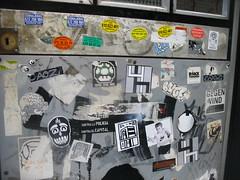 IMG_8219 (FLATTIRON / ISCE) Tags: barcelona street london art arte bcn stickers police urbano niko pegatinas jams urba raval combos gotic barri flattiron