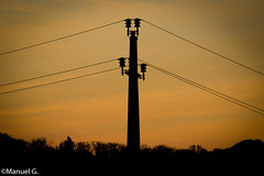 (mannimoney) Tags: sonnenuntergang mast stromleitung