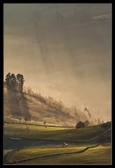 Primeros rayos (Jashir) Tags: mist fog canon landscape dawn spain alba asturias paisaje explore amanecer 7d fields monte sunbeam niebla campos rayosdesol bruma asturies canonef100400mmf4556lisusm piloa cayn canoneos7d