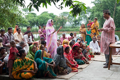 Training farmers in Bangladesh (CIMMYT) Tags: people woman man training mujer community education asia village gente pueblo group staff impact learning grupo farmer teaching extension agriculture partnership bangladesh comunidad collaboration hombre speaking agricultural participant villager trainee southasia empleado asociacin impacto campesino bangladeshi agricultura enseando aldea educacin aprendiendo aldeano agricultor hablando trainingsession agrcola capacitacin lowincome colaboracin capacitybuilding extensin enseanaza smallholder participante agricultora cimmyt femalefarmer socioeconomist asiadelsur minifundista bajosingresos bajosrecursos banglades desarrollodecapacidades sesindecapacitacin elahibaksh socioeconomista