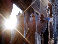 sagrada familia (ines valor) Tags: barcelona escultura gaudi sagradafamilia fachadadelapasin
