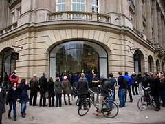 A'dam Apple Store (Jack Amick) Tags: new orange apple amsterdam macintosh march store olympus opening e5 ipad macbook