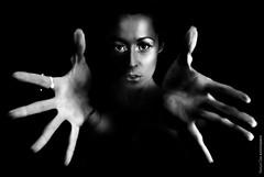 Volcan (NROmil) Tags: portrait woman white black blanco look mujer eyes noir hand retrato negro manos mirada belleza volcan fuerza temperamento