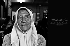 When grace is joined with wrinkles, it is adorable. There is an unspeakable dawn in happy old age (mr_i) Tags: old love nature smile nikon raw zoom hijab tokina elderly malaysia elder wrinkles f28 dignity kuantan islamic d90 flickraward flowerofislam