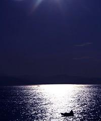 Con il mio amore ho raggiunto stasera/ il limite del mare senza spiaggia,/per nuotarci dentro e perdermi in eterno-Tagore (meghimeg) Tags: light sea man boat barca mare uomo luce 2012 santamargherita