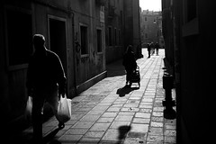 spending (RedArt photographer) Tags: venice people bw contrast venezia stree spending 123bw redartphoto