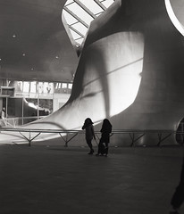 Arnhem (Jorkew) Tags: street light people sculpture mamiya film architecture mediumformat kodak candid 11 120film d76 apx100 cs z 100 centraalstation agfa expired apx centralstation arnheim 128 rz67 mff 110mm mediumformatfilm sekor agfaapx arnhemcentraal