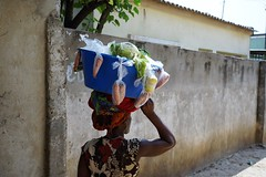 Fresh (zécarlos[ ô ]unroyal) Tags: africa verduras mulher angola luanda prenda zunga zungueira vêsó