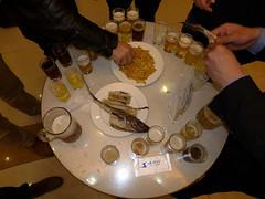 Microbrewery and Bar: Beer tasting (Daniel Brennwald) Tags: northkorea pyongyang dprk microbrewery barbaryape nordkorea pjngjang teadonggang