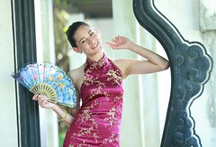 DP1U7308 (c0466art) Tags: light portrait building girl face canon pose fan costume eyes pretty slim action outdoor gorgeous chinese ale style cruz salvador tall charming elegant ols   1dx c0466art