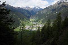 Zernez . Engiadina Bassa (GR) (Toni_V) Tags: leica alps landscape schweiz switzerland europe suisse hiking 28mm rangefinder bellavista mp alpen svizzera engadin wanderung randonne 2016 graubnden grisons svizra escursione leicam unterengadin zernez grischun elmaritm engiadinabassa messsucher 160618 typ240 toniv m2400396