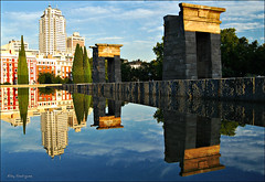 Templo de Debod (Eloy Rodrguez) Tags: madrid sunset espaa sunrise reflections spain arquitectura agua pyramid capital egypt monumentos puestadesol egipto monuments fuentes jardines plazadeespaa spanien palacioreal reflejos pirmides eloy reflects moncloa parquedeloeste debod catedraldelaalmudena templodedebod comunidaddemadrid madrit jardinesdelmoro cuarteldelamontaa capitaldeespaa paseodelpintorrosales eloyrodriguez mygearandme mygearandmepremium mygearandmebronze mygearandmesilver mygearandmegold mygearandmeplatinum mygearandmediamond flickrstruereflection1 flickrstruereflection2 flickrstruereflection3 flickrstruereflection4 flickrstruereflection5 flickrstruereflection6 flickrstruereflection7 rememberthatmomentlevel1 rememberthatmomentlevel2 rememberthatmomentlevel3