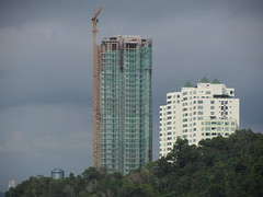 Premium Tower Topped Out @ Kota Kinabalu (thienzieyung) Tags: new trees windows roof sky terrain green sunshine clouds buildings construction view pyramid cloudy crane sunny places safety hills coastal jungle malaysia balconies kotakinabalu tall geography netting awana development properties sabah condominiums ridges towering cladding dominating toppedout thienzieyung peakvista premiumtower