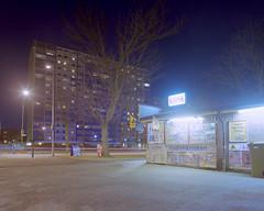 Mamiya RZ67 – C – FujiReala100 – Kiosk i Lorensborg (Gustaf_E) Tags: night mediumformat 50mm 120film kiosk 6x7 malmö natt fujireala100 kväll mamiyarz67 butik höghus förort gatulampa lorensborg miljonprogram mellanformat