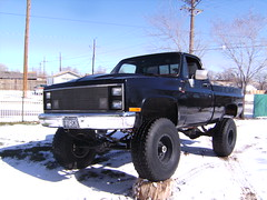 chevrolet V-10 pickup (cmarentes) Tags: snow black chevrolet truck offroad 1987 pickup 350 87 v10 lifted z71 tbi dana60 14bolt