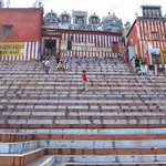 "Colored Stairs on the Ganges <a style=""margin-left:10px; font-size:0.8em;"" href=""http://www.flickr.com/photos/14315427@N00/6880402889/"" target=""_blank"">@flickr</a>"