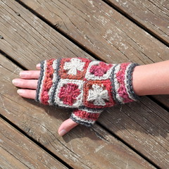 Mini Granny Squares Mittens (Kiwi Little Things) Tags: handmade crochet mittens grannysquare