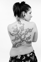 Hlne - 4th Tattoo Art Fest - 17Sep10, Paris (France) (philippe leroyer) Tags: portrait blackandwhite bw woman paris tree art girl tattoo ink back noiretblanc femme 4 4th nb piercing dos convention salon fest bodyart arbre unemployed encre hlne tatouage quatrime tattooartfest chmeuse