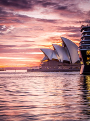 4th sail (StephEvaPhoto) Tags: longexposure house point eos opera long exposure elizabeth harbour sydney circularquay quay queen nsw newsouthwales operahouse circular sydneyharbour queenelizabeth sydneyoperahouse dawes dawespoint canoneos50d cunardqueenelizabeth sigma1750mmf28exdcos