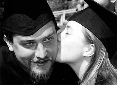 Anthropology and Ceramics Graduate Anna Vogler Plants a Kiss on Religion and Photography Graduate Jon Tobiasz.