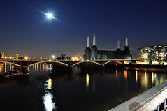 Moonlight on the Thames (John A King) Tags: bridge moon station thames river twilight power moonlight battersea grosvener suppermoon