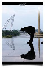 Sembahyanglah Sebelum Kita Disembahyangkan (AnNamir™ c[_]) Tags: annamir canon 7d kitlens silhouette silueta siluet putrajaya wawasanbridge masjid masjidbesi masjidtuankumizan muslim solat rukuk sembahyang sujud islam reflection cermin tenang