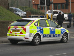Hampshire Police - Ford Focus Targeted Patrol Team Responce Vehicle ( HX59 EBX ) (Callum999Pics) Tags: uk blue light england man ford car bar lights team model focus driving britain head united flash rear great police 9 kingdom plate hampshire grill led vehicle bobby leds through southampton reds triple siren officer patrol 59 targeted 999 whelen strobes lightbar 4717 constabulary rotaters ebx responce hx59 callum999