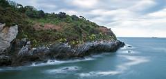 Un mar de rocas impenetrable (jesus.pzn) Tags: santa sea españa beach canon puerto mar barco asturias salinas ria avilés montañas santamariadelmar castrillon blinkagain