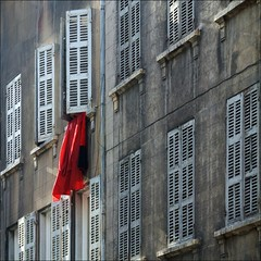 a touch of red (me*voil) Tags: windows architecture marseille diagonal shutters