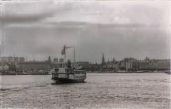 (Dale Michelsohn) Tags: sea public water canon boat traffic sweden stockholm monotone baltic gamlastan sverige strm g5x dalemichelsohn