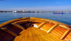 Proa de madera (alfonsocarlospalencia) Tags: azul puerto madera paz perspectiva calma santander cantabria pirmide deportivo baha cantbrico argolla bancada proa batel chilita cornamusas