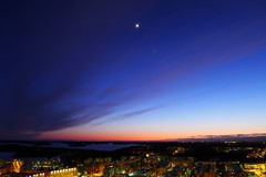 Jupiter, the Moon, Venus (timo_w2s) Tags: sunset moon finland helsinki venus space crescent planets jupiter cirrus vuosaari conjunction