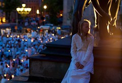 sunset girl during diner en blanc at the foot of a lion (Winfried Veil) Tags: leica berlin germany deutschland 50mm veil rangefinder allemagne summilux asph winfried m9 gendarmenmarkt 2011 messsucher dinerenblanc mobilew leicam9 winfriedveil
