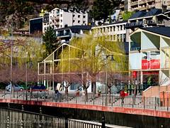 Andorra living: Leisure in Andorra la Vella (lutzmeyer) Tags: city winter primavera march town spring europe capital hauptstadt ciudad stadt marc invierno below baixa marzo unten märz andorra pyrenees springtime iberia frühling ciutat pirineos pirineus iberianpeninsula pirineo pyrenäen hivern frühjahr fussweg andorralavella iberischehalbinsel andorracity passatgedevalira
