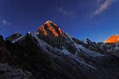 Pumori at sunset (Florent Chevalier) Tags: voyage trip travel nepal mountain canon landscape geotagged asia national asie himalaya paysage khumbu himalayas geographic himalaia  summits  himalaja sommets   solokhumbu    himalaje    himalja    himalaji himlaj