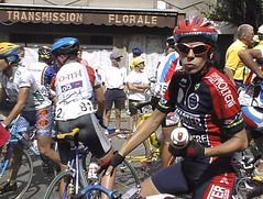 bicycle cyclist helmet dordogne course eyeglasses lunettes vélo maillot cycliste casque compétition gourde limar molteni oml féminines tourdefranceféminin carbanello