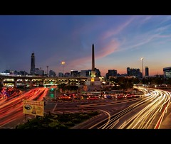 Victory Monument at Dusk / Bangkok (I Prahin | www.southeastasia-images.com) Tags: bus cars monument night thailand lights raw traffic dusk bangkok roundabout landmark historical lighttrails regime bts lightrails ratchathewi anusawarichaisamoraphum  bestcapturesaoi elitegalleryaoi